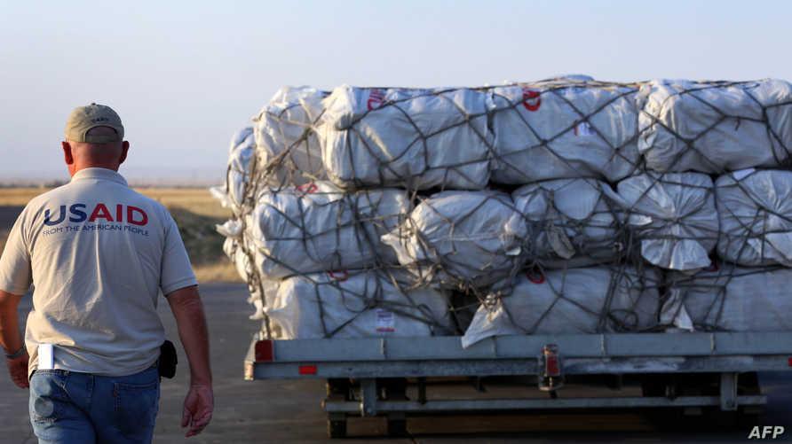 أحد العاملين في USAID في مطار أربيل - أرشيف