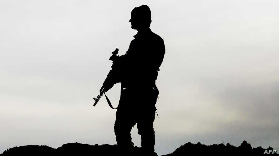 أحد عناصر قوات سورية الديموقراطية شمال الرقة