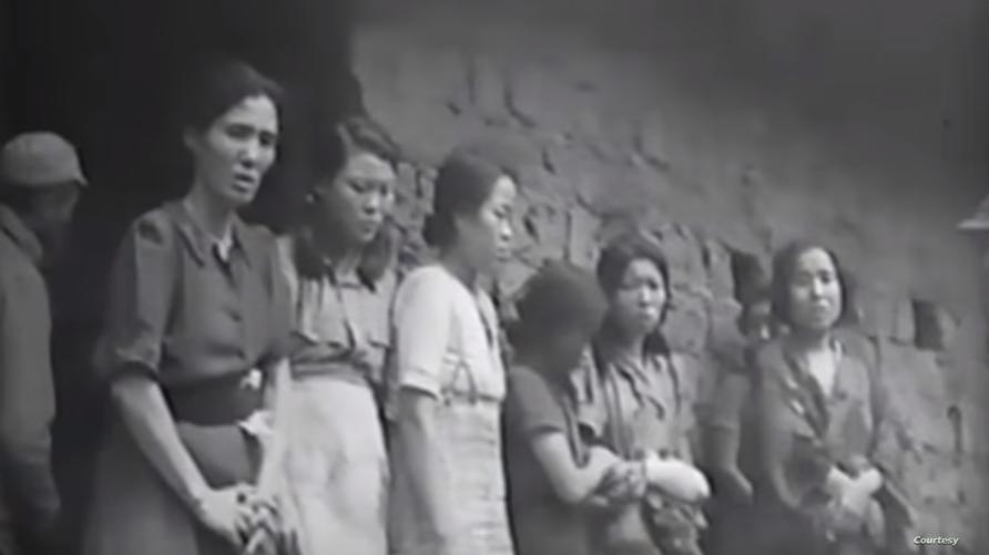 """نساء كوريات ممن يطلق عليهن لقب """"نساء المتعة"""" - لقطة من الفيديو"""