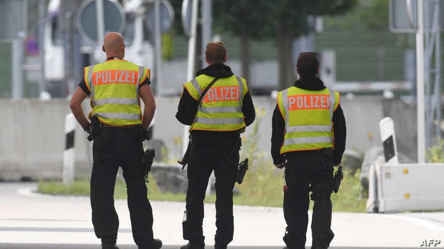 عناصر في الشرطة الألمانية - أرشيف