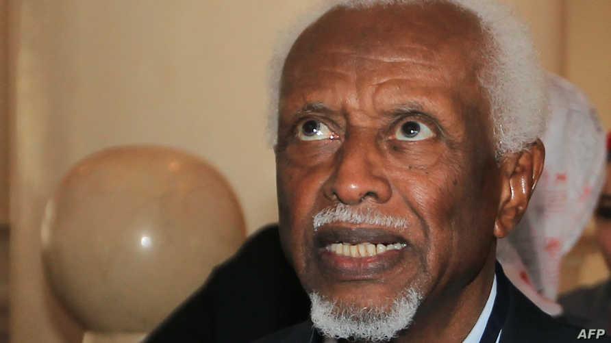صورة للرئيس السوداني الأسبق عبد الرحمن محمد حسن سوار الذهب تعود لعام 2010