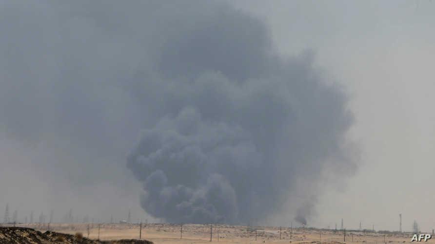 دخان يتصاعد من منشأة تابعة لشركة أرامكو في محافظة بقيق السعودية
