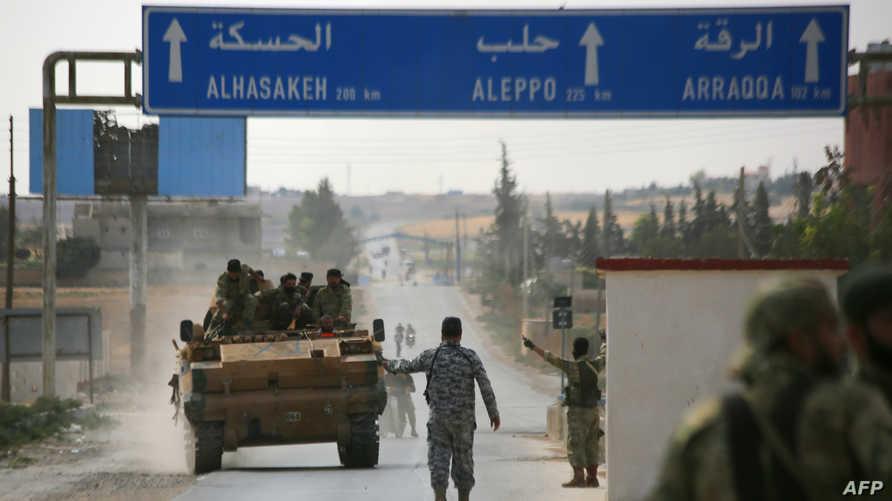 مقاتلون تدعمهم تركيا في مدينة العروس جنوب مدينة تل أبيض