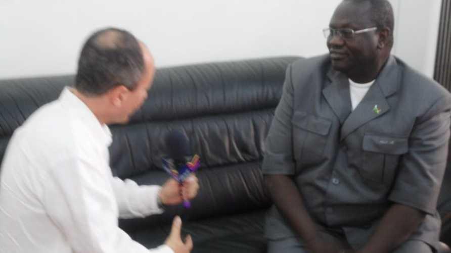 ريك ماشار  أثناء حوار مع مراسل قناة الحرة