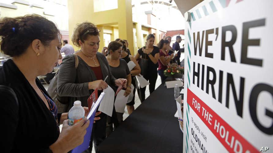 أميركيون يسعون للحصول على وظيفة- أرشيف