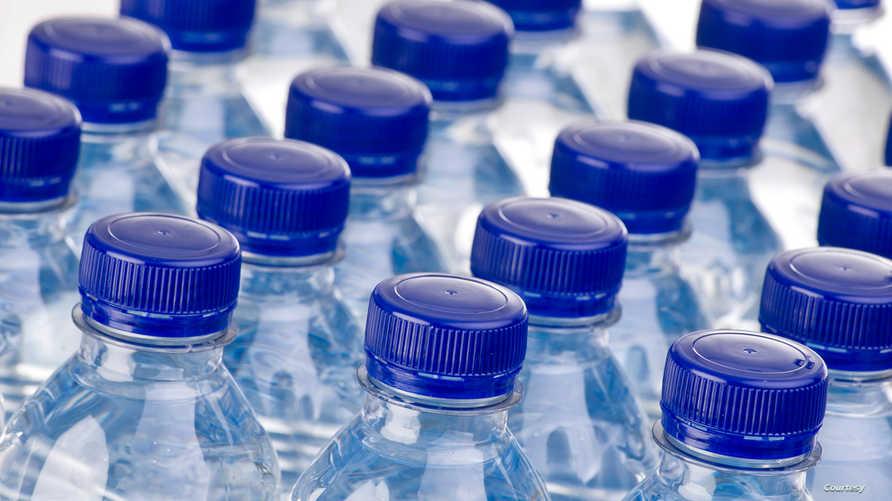 زجاجات مياه معبأة