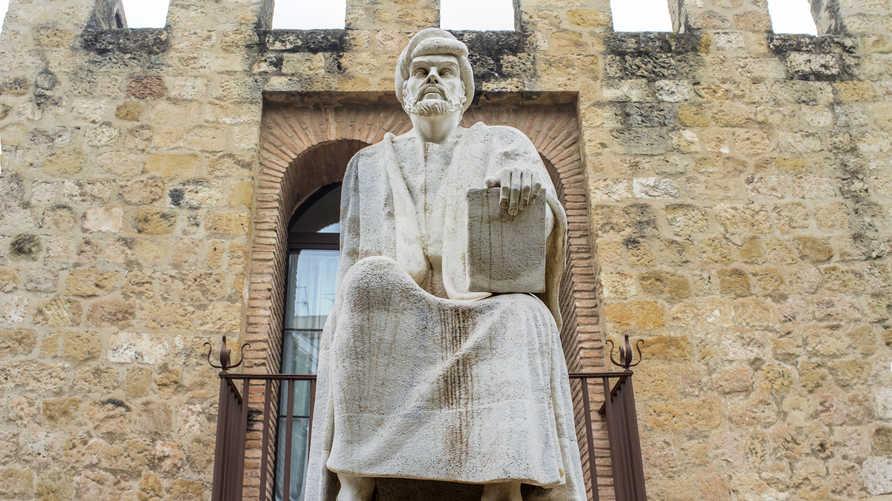 تمثال لابن رشد في قرطبة في اسبانيا