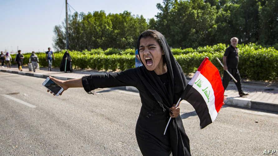 """تظاهرات أكتوبر، وعلى خلاف التظاهرات التي شهدها العراق بعد تغيير النظام الدكتاتوري في 2003، حملت شعارا """"نريد وطن"""""""