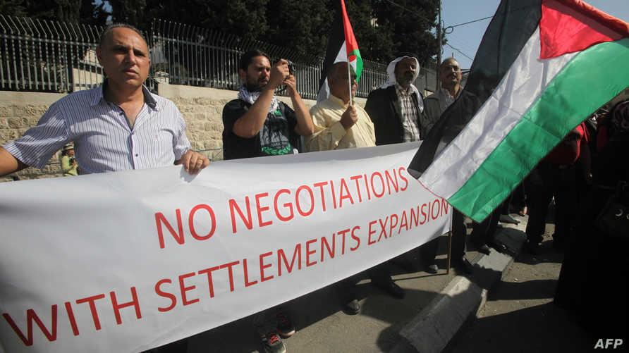 فلسطينيون يتظاهرون ضد سياسة الاستيطان الاسرائيلية-أرشيف