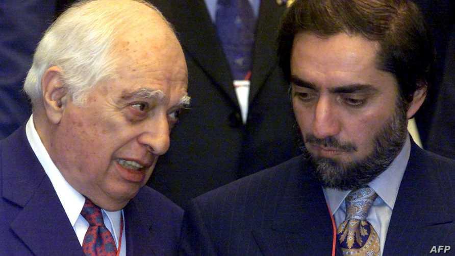 برنارد لويس متحدثا إلى وزير الخارجية الأفغاني في العام 2002