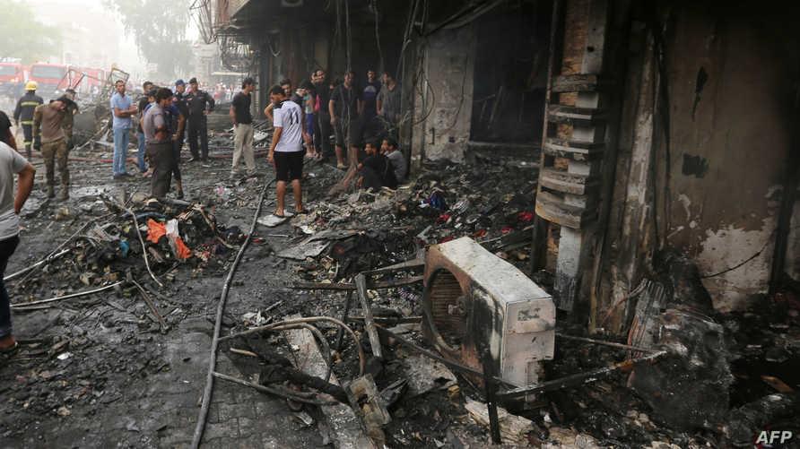 مخلفات الهجوم الانتحاري في حي الكرادة وسط بغداد