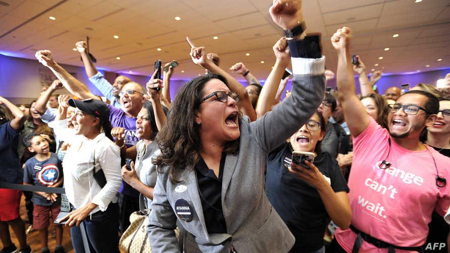 مناصرو الديموقراطية آيانا بريسلي التي فازت بمعقد لمجلس النواب في بوسطن بماساتشوستس