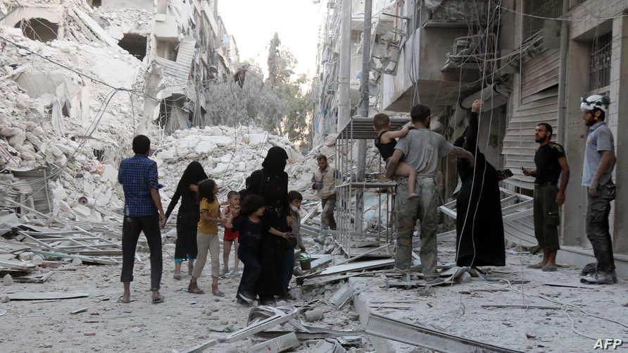 أسر تغادر حلب بسبب الأعمال المسلحة