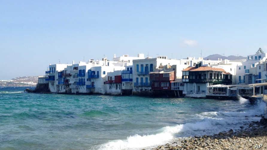 جانب من جزيرة ميكونوس حيث اعتقل اللبناني