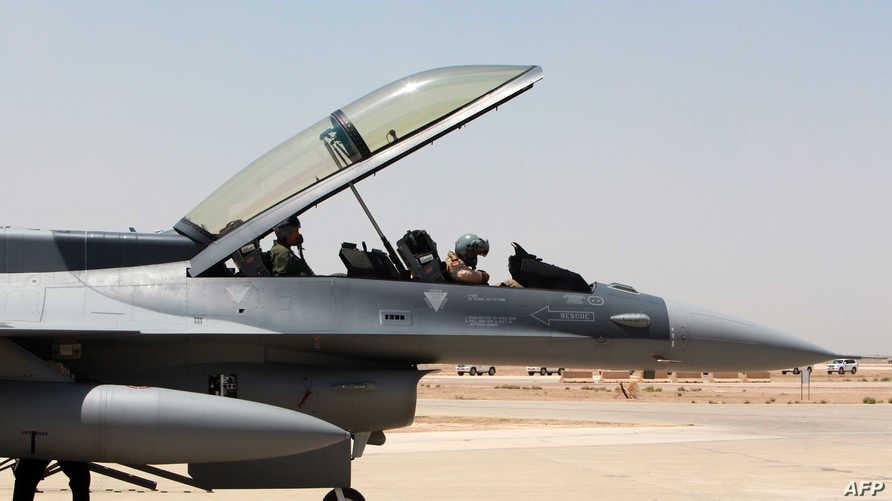طائرة أف-16 في قاعدة بلد الجوية شمال بغداد