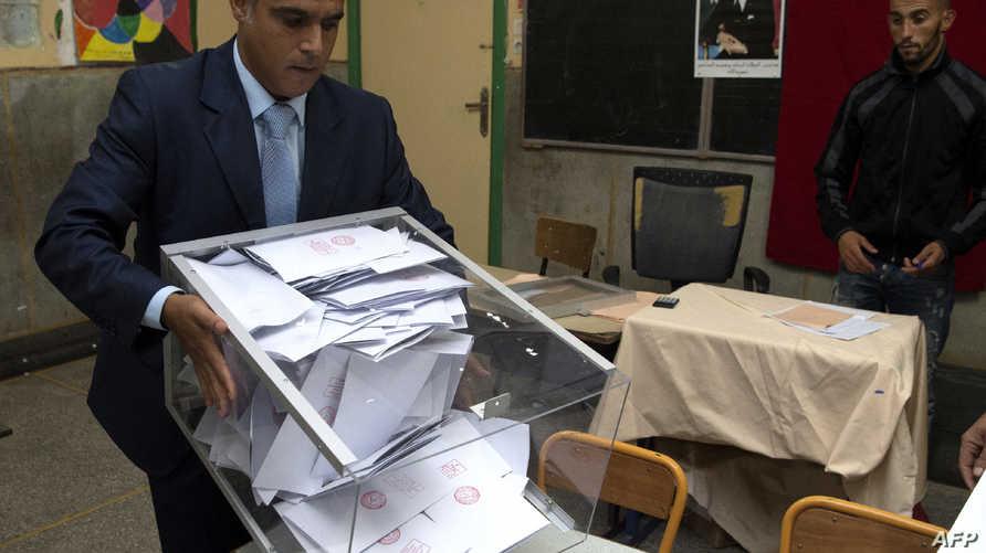تفريغ صندوق انتخابي مع إغلاق مراكز الاقتراع في انتخابات المغرب