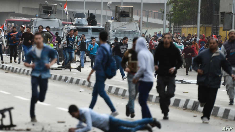 جانب من أعمال العنف التي شهدتها القاهرة الاحد
