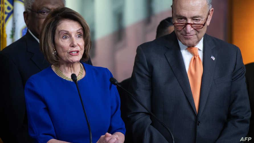رئيسة مجلس النواب الأميركي نانسي بيلوسي وزعيم الديمقراطيين بمجلس الشيوخ تشاك شومر