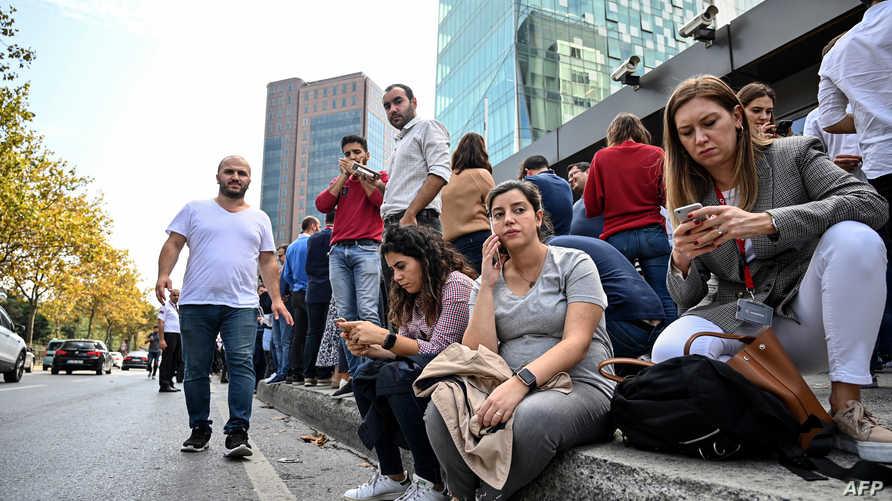الأتراك خرجوا إلى الشوارع خوفا من توابع الزلزال