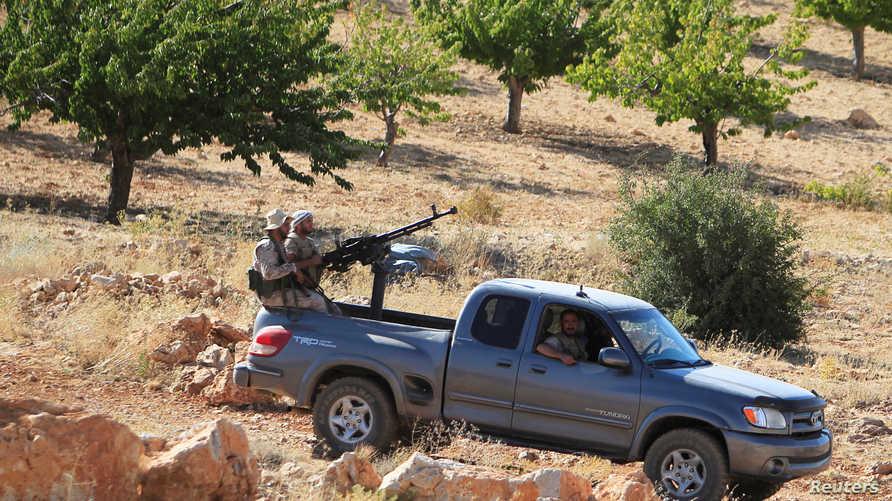 """مقاتلون من حزب الله"""" في جرود بلدة عرسال الحدودية بين لبنان وسوريا"""