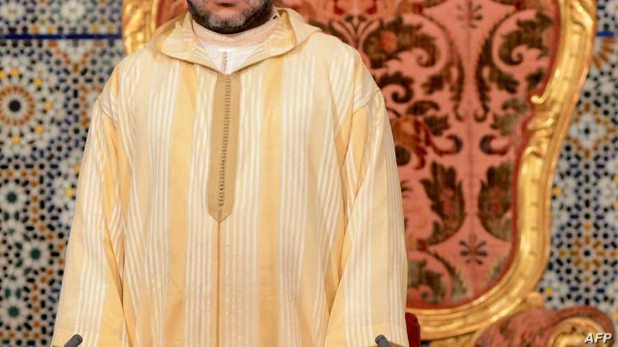 العاهل المغربي قبيل إلقاء خطاب العرش