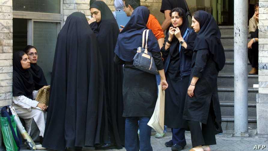 طلاب ايرانيون في جامعة أزاد في طهران-أرشيف