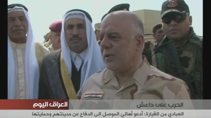 رئيس الوزراء العراقي حيدر العبادي خلال زيارته إلى القيارة السبت