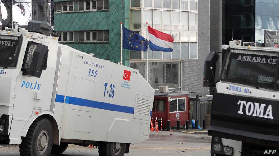 تعزيزات أمنية تركية أمام السفارة الهولندية في أنقرة