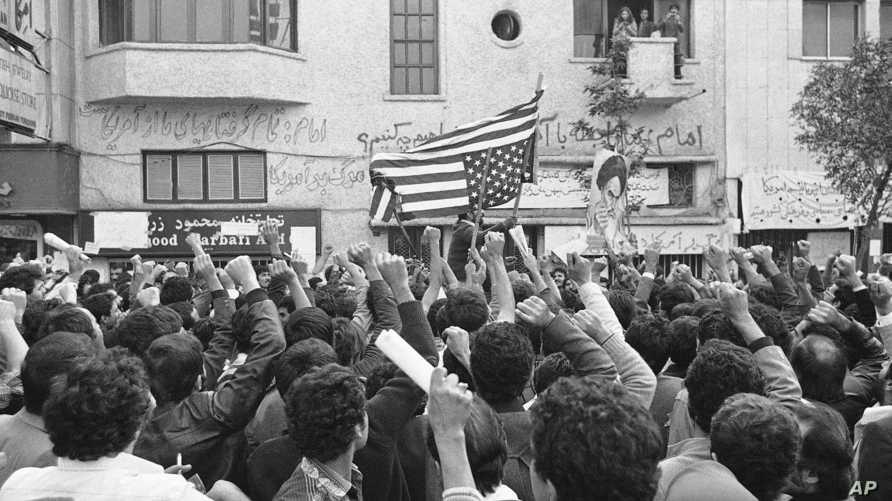 إيرانيون خلال مظاهرة مناهضة للولايات المتحدة في طهران في الخامس من نوفمبر 1979