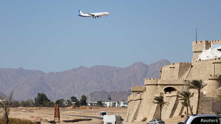 طائرة تجارية روسية تصل منتجع البحر الأحمر في شرم الشيخ في 12 نوفمبر 2015