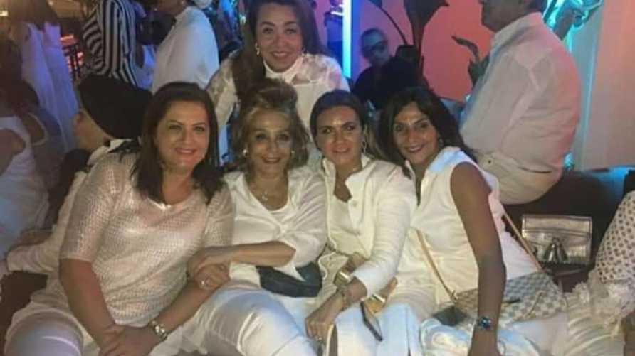 صورة انتشرت على مواقع التواصل الاجتماعي يقال إنها للوزيرات خلال حفل لوبيز