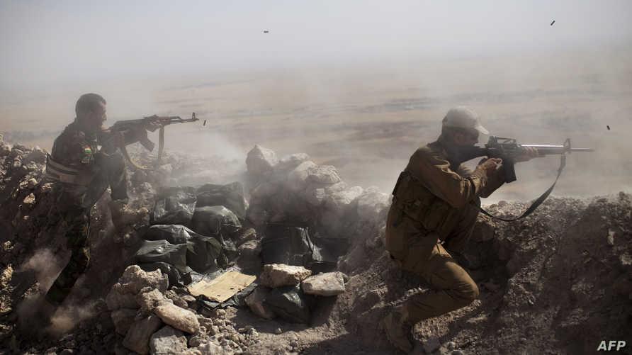عناصر من البيشمركة في لحظات اشتباك مع  مسلحي داعش