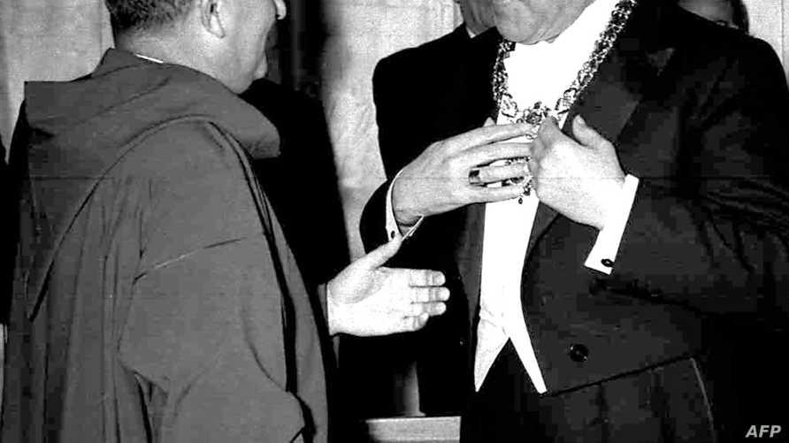 الرئيس اللبناني الراحل فؤاد شهاب مستقبلا الملك المغربي الراحل محمد الخامس عام 1960