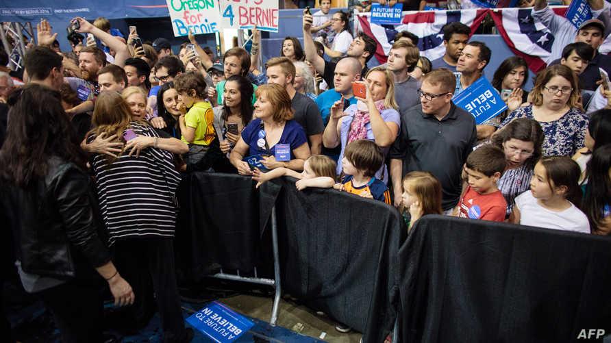 مؤيدو ساندرز خلال تجمع انتخابي في أوريغون