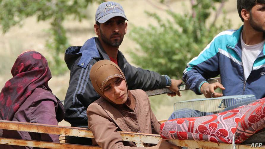 لاجئون سوريون عائدون من عرسال إلى سورية