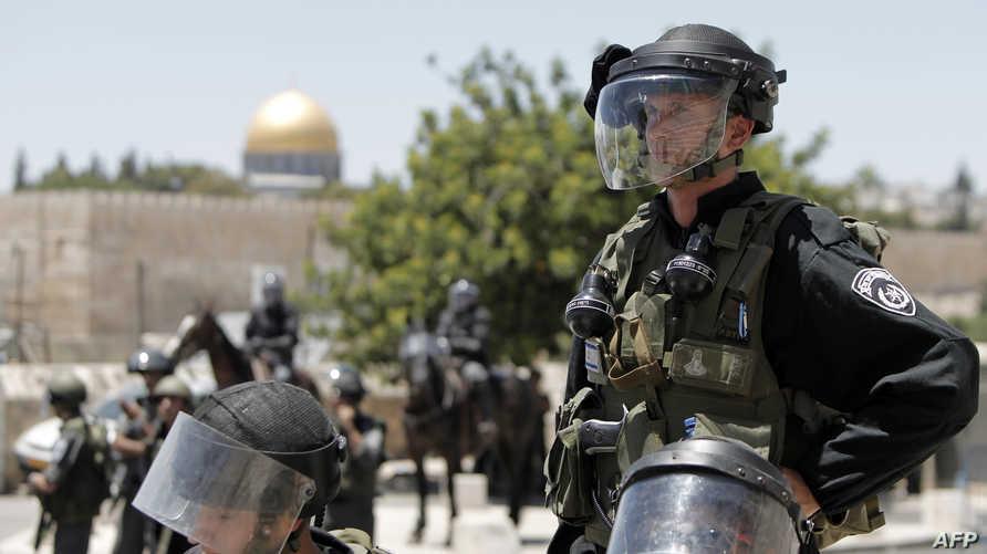 جنود إسرائيليون يضربون طوقا أمنيا على المسجد الأقصى