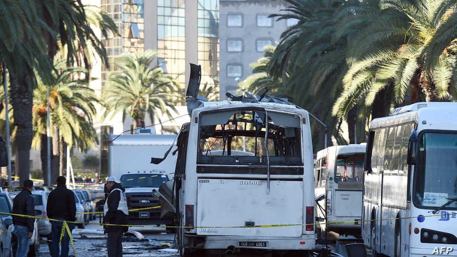 مخلفات تفجير حافلة الأمن الرئاسي في تونس
