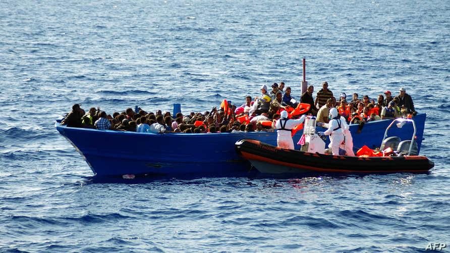 مساعدة مهاجرين غير شرعيين في المتوسط في أيلول/سبتمبر 2014.