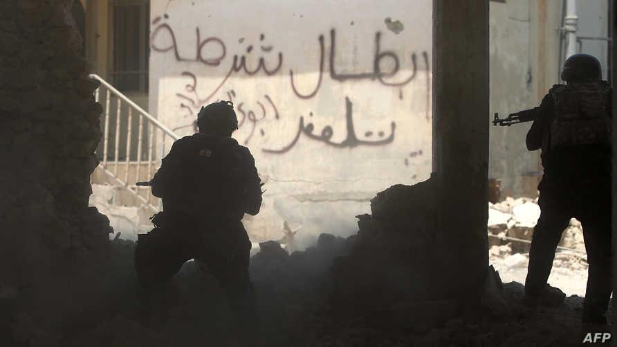 القوات العراقية تقاتل وجها لوجه في أزقة الموصل القديمة