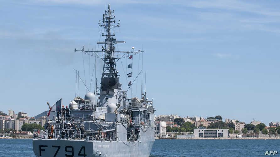 سفينة تابعة للبحرية الفرنسية تغادر ميناء تولون للمشاركة في جهود البحث في منطقة سقوط الطائرة المصرية