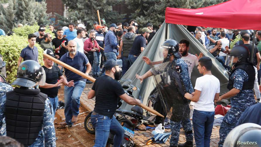 جانب من هجوم لمؤيدين لحزب الله على معتصمين في بيروت- 25 أكتوبر 2019