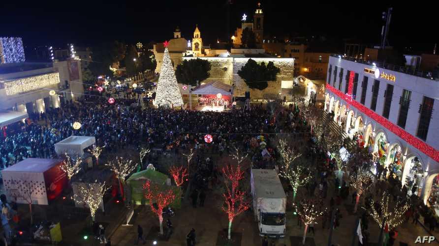 ساحة المهد تكتظ بالمحتفلين بعيد الميلاد