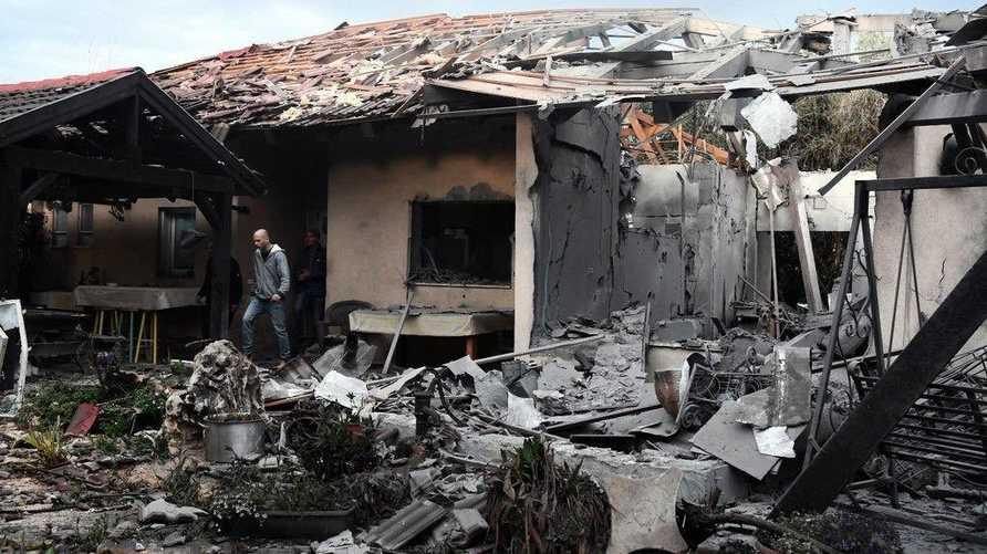 صورة نشرها الجيش الإسرائيلي للمنزل الذي أصابه الصاروخ في مشمريت