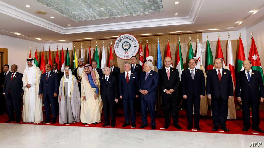 القادة العرب خلال مشاركتهم في القمة العربية في تونس