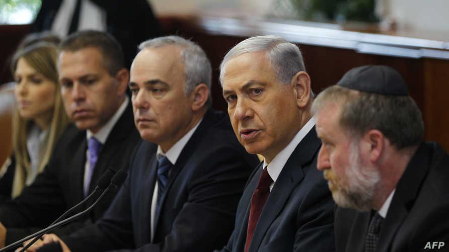 رئيس الوزراء الإسرئيلي بنيامين نتانياهو ووزير الاستخبارات الإسرائيلي يوفال شتاينتز (يسار)
