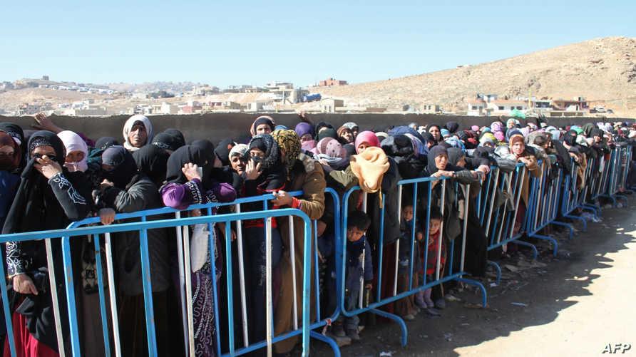 لاجئون سوريون في مخيم عرسال في وادي البقاع اللبناني