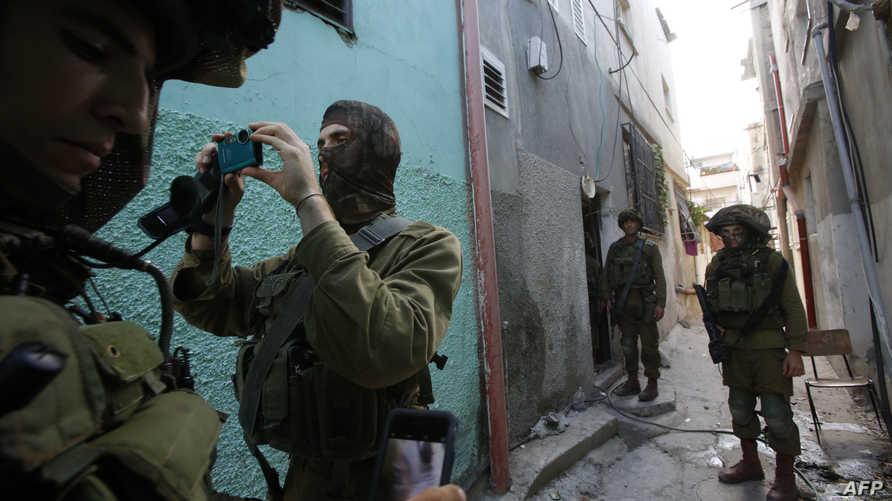 جنود إسرائيليون في مخيم الفوار