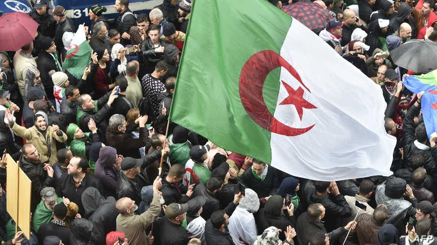 جانب من مظاهرة في العاصمة الجزائرية في 15 نوفمبر جدد المشاركون فيها تأكيد رفضهم لإجراء الانتخابات الرئاسية