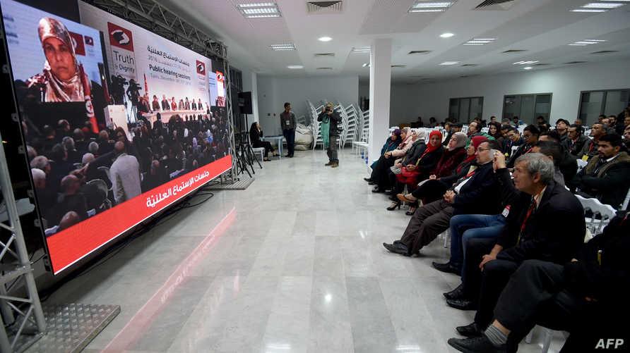 جانب من الجلسات العامة لضحايا الانتهاكات في تونس