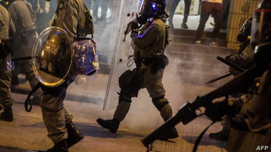 الشرطة تفرق المتظاهرين في هونغ كونغ